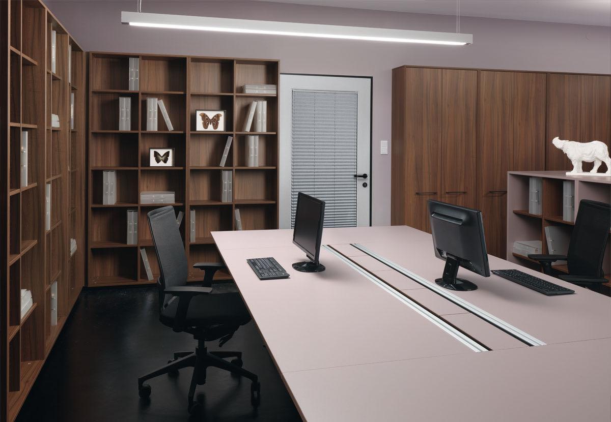 buero ordnung blaha office stauraum systeme frame holz rosa schreibtisch sessel slider 4 3