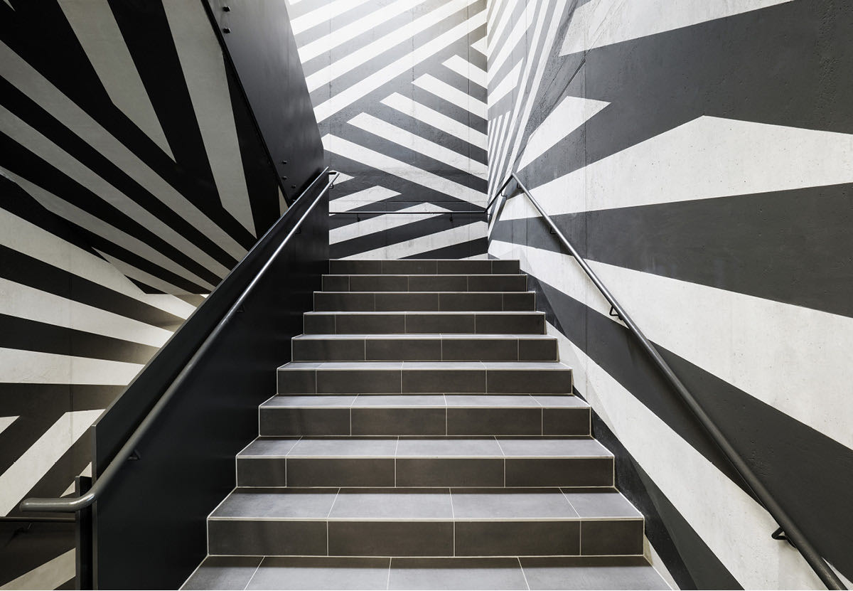 croma pharma referenzprojekt treppen eingang design muster blaha buero office slider 2 1