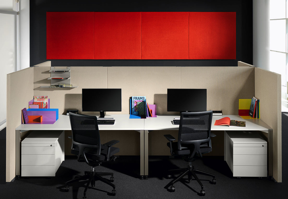 silent green blaha office buero raumtrenner grau rot schreibtisch sessel slider 2